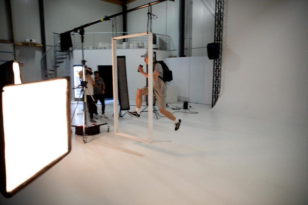 alt= Und Jump ! Model in Aktion
