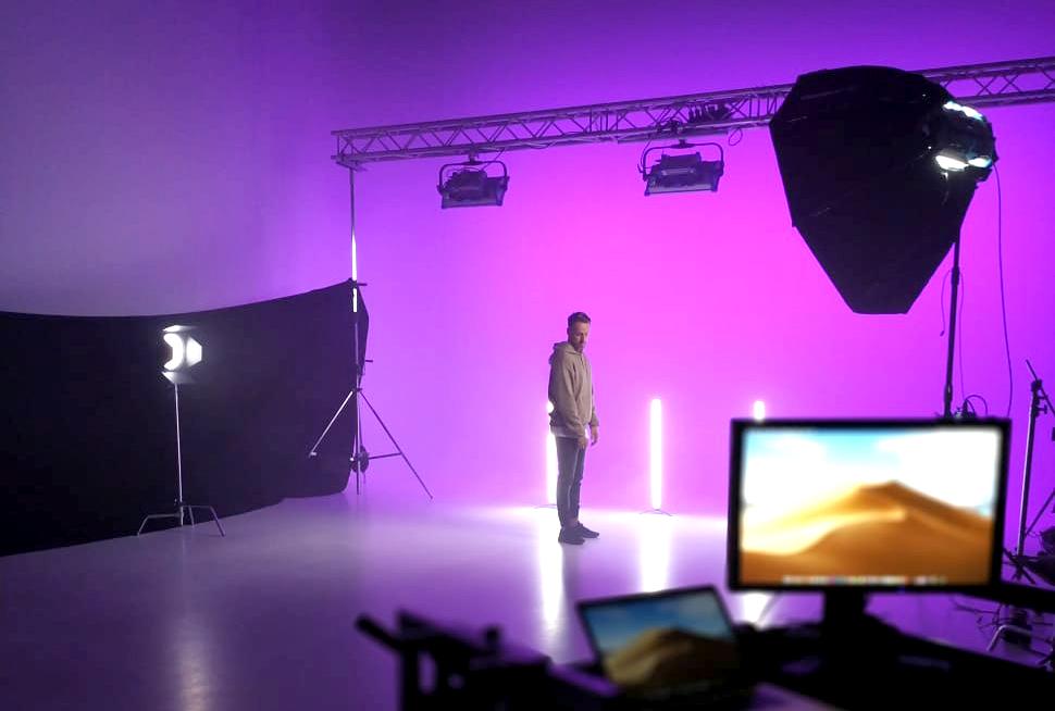 alt=Mirko Cavar im Studio Duisburg für den Musikdreh von dem neuen Song Unsterblich befreit von ihrer Band WORD