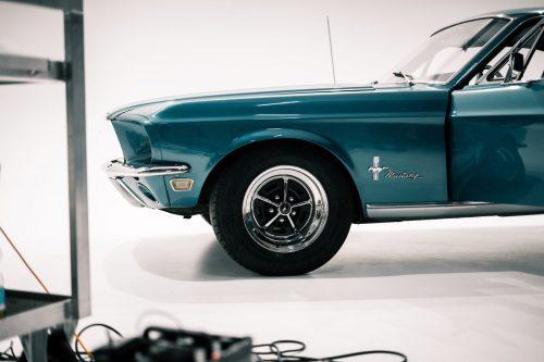 Oldtimer Mustang in tollen Petrollook