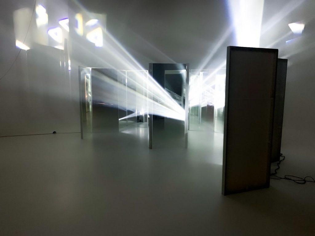 "<img src=""Eyecatcher Films"" alt=""Setaufbau im Studio"">"